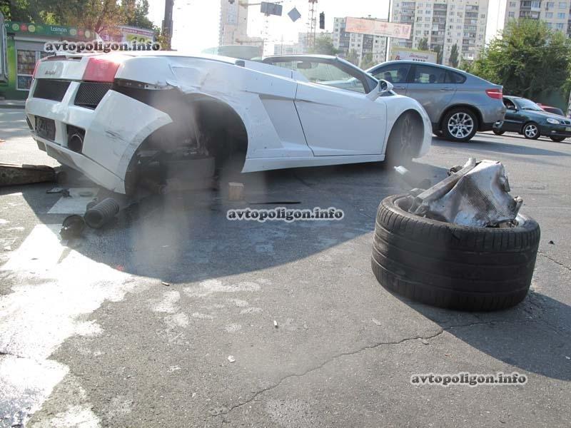 В Киеве в ДТП угодил люксовый спорткар  Lamborghini (ФОТО), фото-6