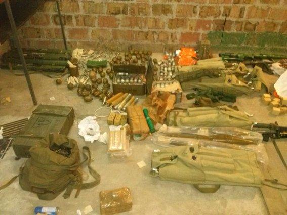 У ранее задержанного жителя Днепропетровска изъят значительный арсенал оружия и боеприпасов, фото-1