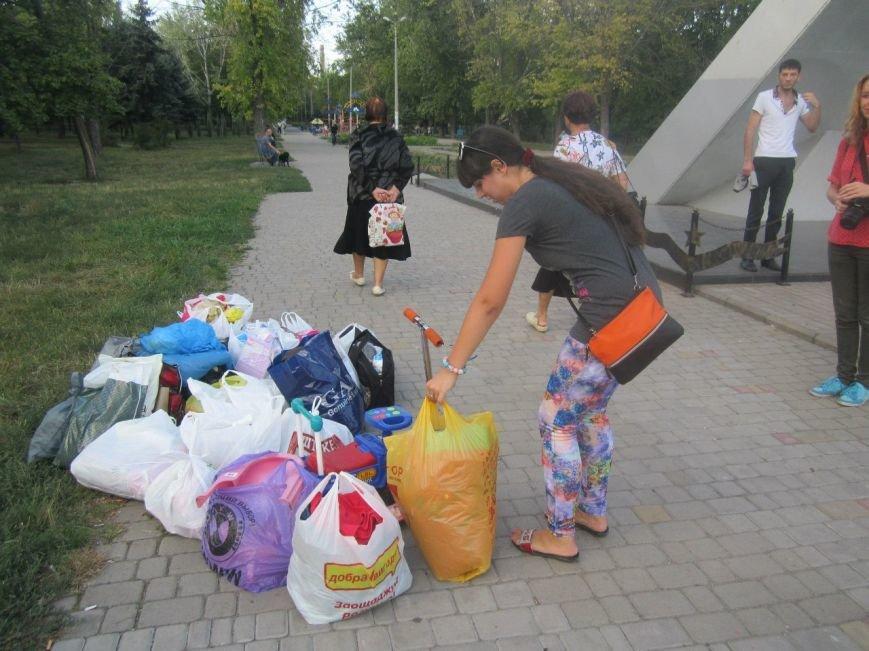 В Мариуполе беженцам помогали пенсионеры (ФОТО), фото-10