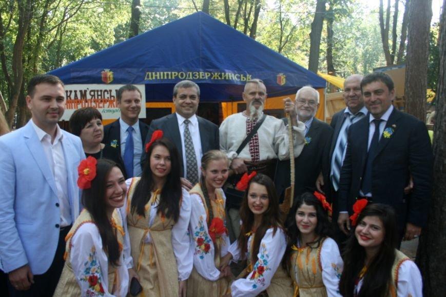 В Днепропетровске состоялся 9-й этнофестиваль «Петриковский дивоцвет» (ФОТОРЕПОРТАЖ), фото-19