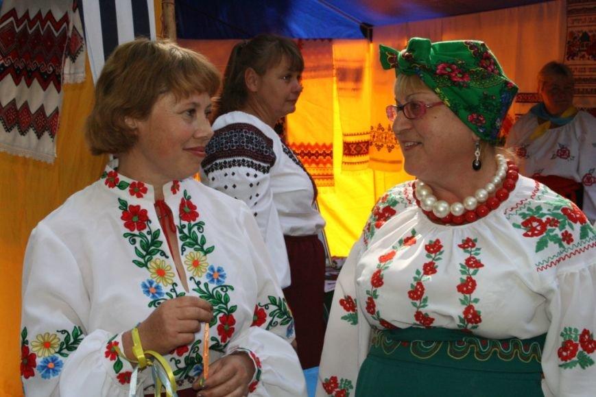 В Днепропетровске состоялся 9-й этнофестиваль «Петриковский дивоцвет» (ФОТОРЕПОРТАЖ), фото-17