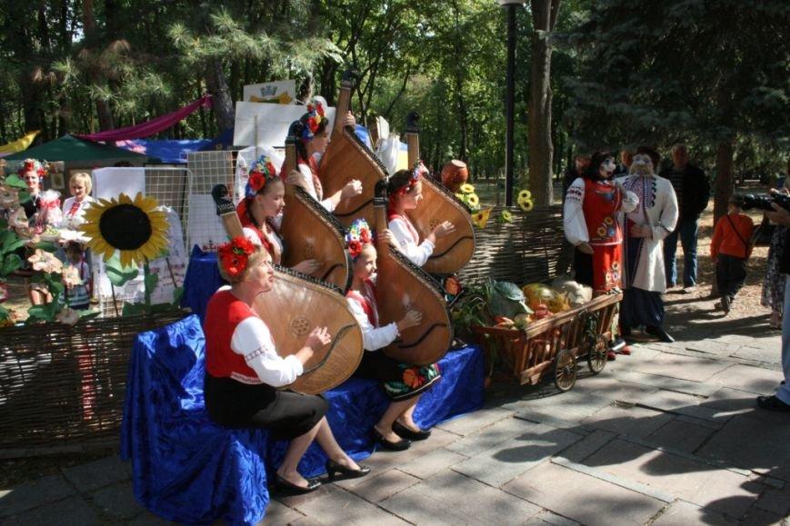 В Днепропетровске состоялся 9-й этнофестиваль «Петриковский дивоцвет» (ФОТОРЕПОРТАЖ), фото-8