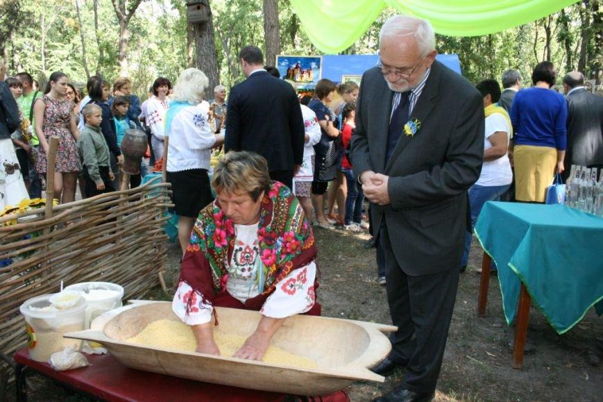 В Днепропетровске состоялся 9-й этнофестиваль «Петриковский дивоцвет» (ФОТОРЕПОРТАЖ), фото-16