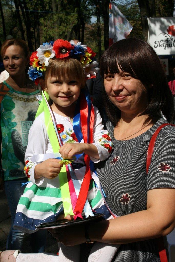 В Днепропетровске состоялся 9-й этнофестиваль «Петриковский дивоцвет» (ФОТОРЕПОРТАЖ), фото-10