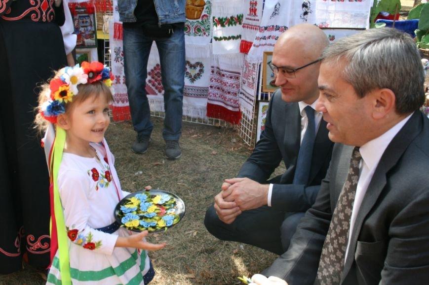В Днепропетровске состоялся 9-й этнофестиваль «Петриковский дивоцвет» (ФОТОРЕПОРТАЖ), фото-6