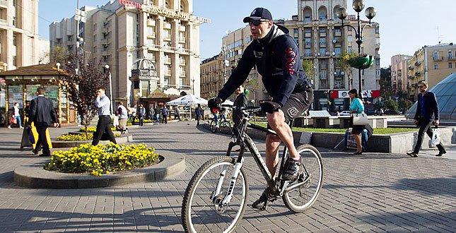 Мэр Киева пересел с авто на велосипед (ФОТО), фото-1