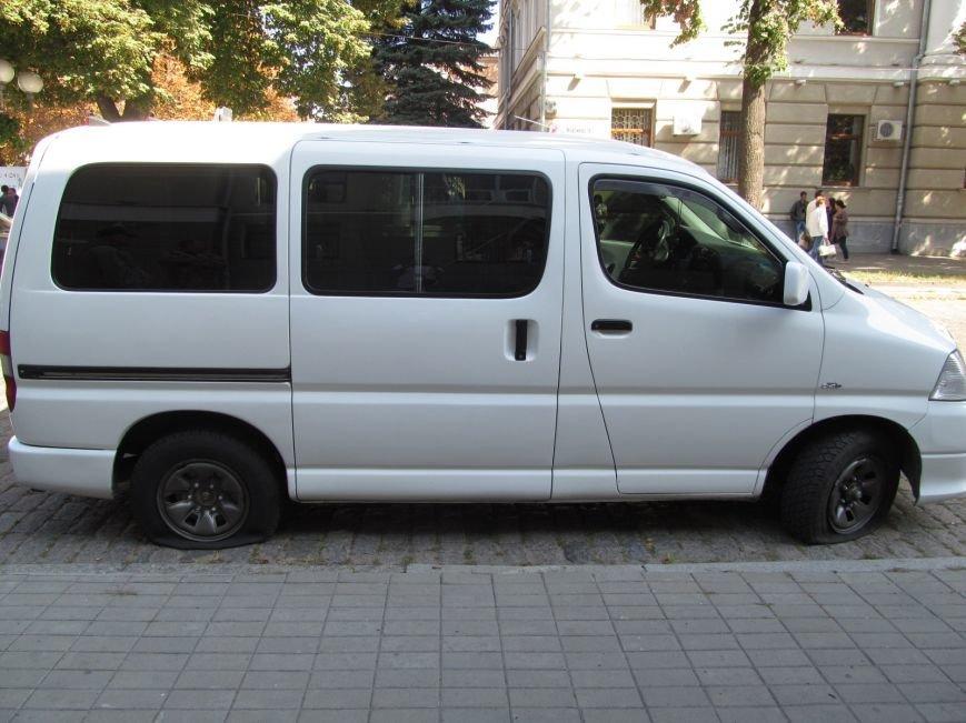 В Полтаве неизвестные порезали колёса в автомобиле, принадлежащем ПАТ «Вепр» (ФОТО), фото-3