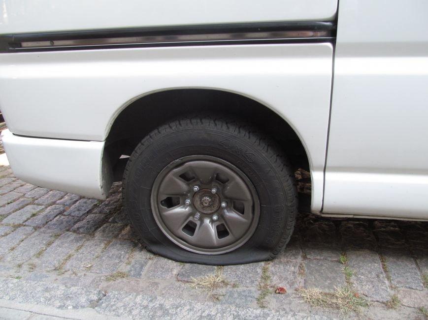 В Полтаве неизвестные порезали колёса в автомобиле, принадлежащем ПАТ «Вепр» (ФОТО), фото-2