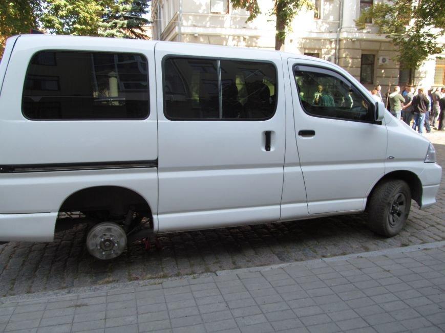 В Полтаве неизвестные порезали колёса в автомобиле, принадлежащем ПАТ «Вепр» (ФОТО), фото-5
