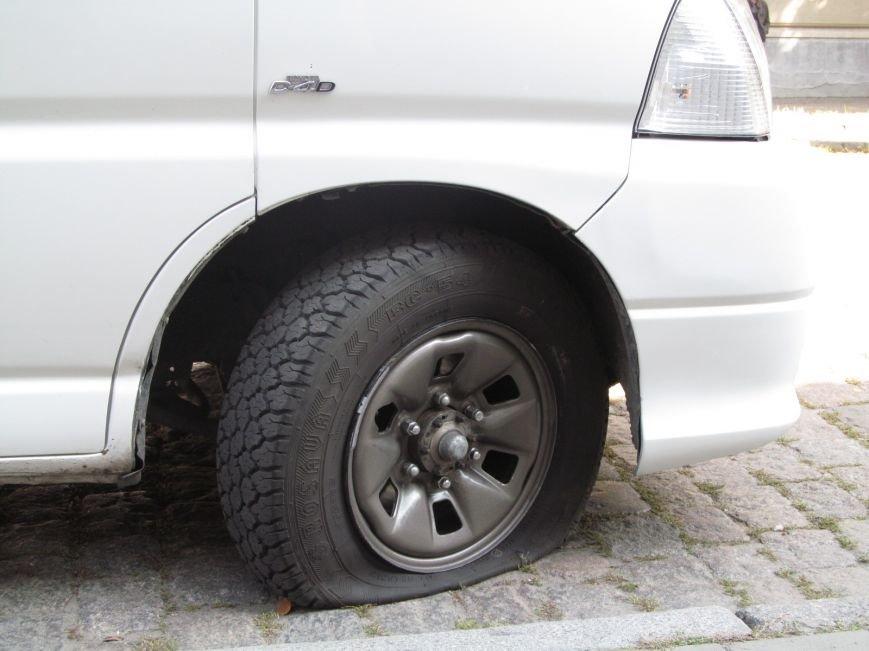 В Полтаве неизвестные порезали колёса в автомобиле, принадлежащем ПАТ «Вепр» (ФОТО), фото-4