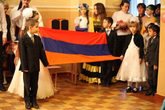 Первый звонок по-армянски в Краматорске (фото) - фото 1