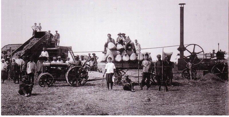 9.В разгар коллективизации. Сельхозтехника на уборке урожая. Фото, 1930-х гг.
