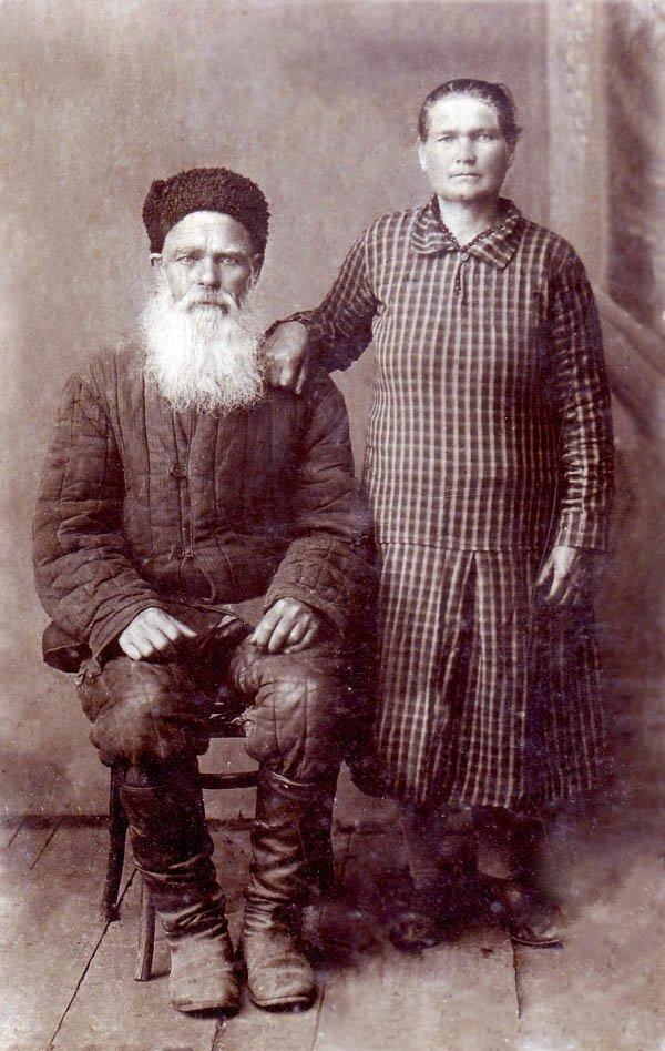 10.Супруги Улаевы в год сплошной коллективизации, 1930 г. Из частного архива