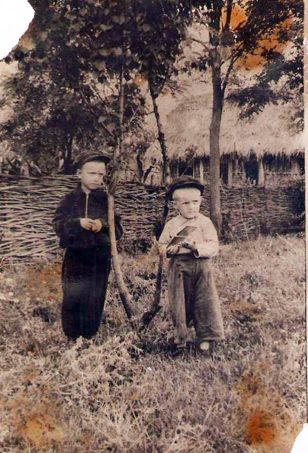 7.Сельская детвора. Фото, с. Гофицкое, кон.1940-х гг. Из архива Гофицкой администрации