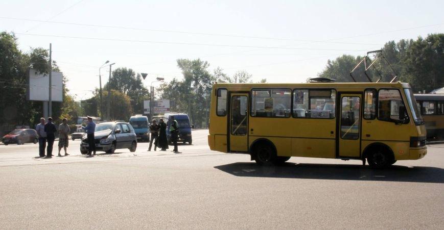 В Днепропетровске «легковушка» въехала в 146-ю маршрутку (ФОТО), фото-4