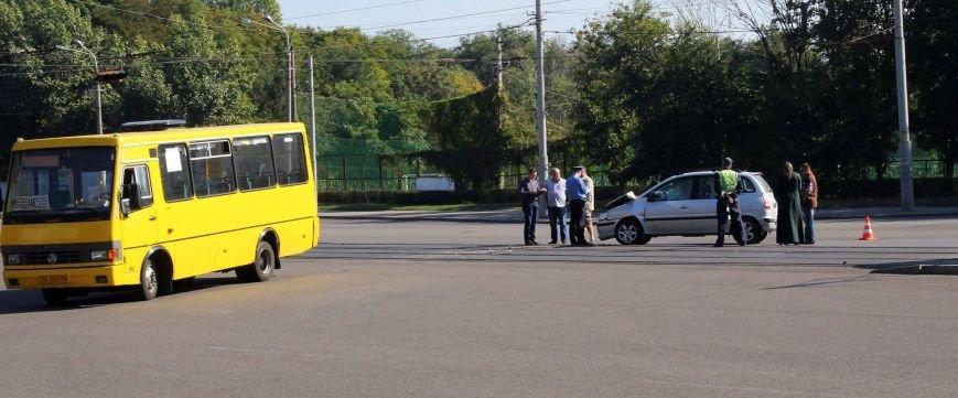 В Днепропетровске «легковушка» въехала в 146-ю маршрутку (ФОТО), фото-3