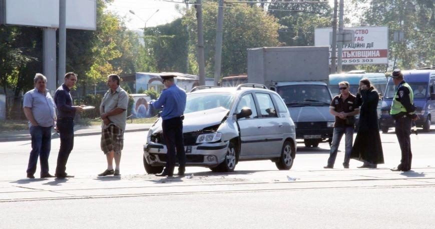 В Днепропетровске «легковушка» въехала в 146-ю маршрутку (ФОТО), фото-2