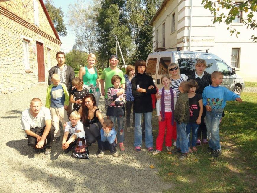 Рівненські волонтери відвідали Великомежиріцьку школу-інтернат (Фото), фото-5