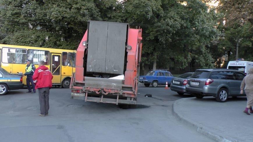 В Днепропетровске грузовик сбил пожилого пешехода (ФОТО), фото-3