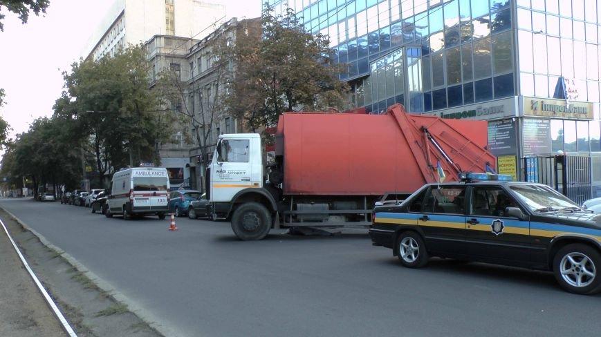 В Днепропетровске грузовик сбил пожилого пешехода (ФОТО), фото-1