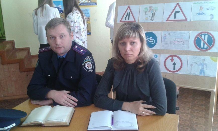 Стражи правопорядка Днепродзержинской милиции напомнили школьникам правила дорожного движения, фото-2