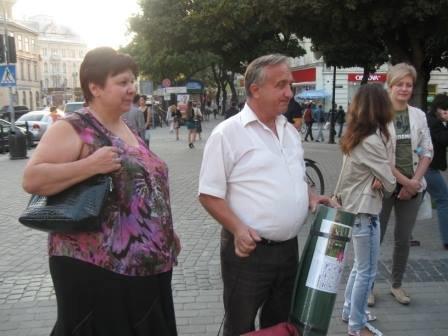 Львів'яни не перестають приносити гуманітарку для АТО (фоторепортаж), фото-14