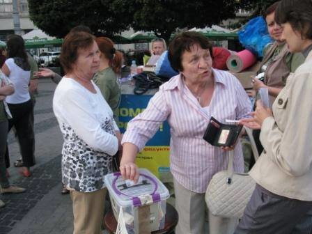 Львів'яни не перестають приносити гуманітарку для АТО (фоторепортаж), фото-8