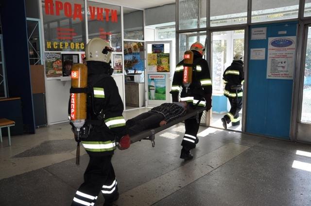 Экстренные службы в Сумах провели учения: эвакуировали людей после взрыва (ФОТО), фото-2