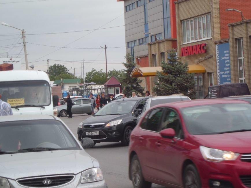 На Поляковском шоссе, возле магазина «Лемакс» в Таганроге, произошла авария (Фото), фото-2