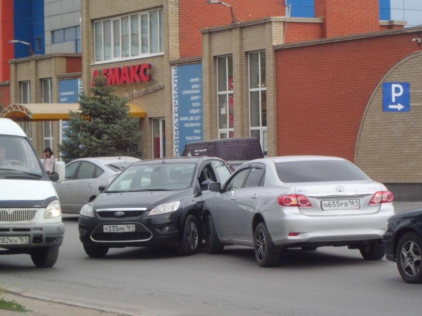 На Поляковском шоссе, возле магазина «Лемакс» в Таганроге, произошла авария (Фото), фото-1