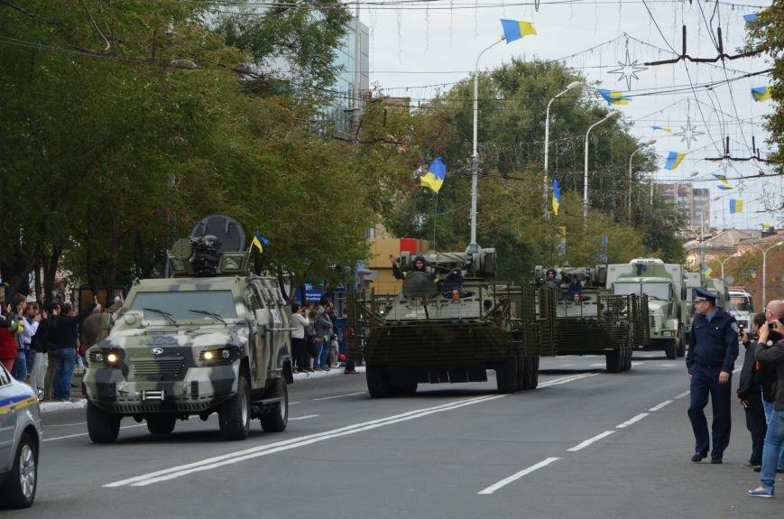 В Мариуполе прошел мини-парад военной техники (ФОТОРЕПОРТАЖ+ВИДЕО), фото-1
