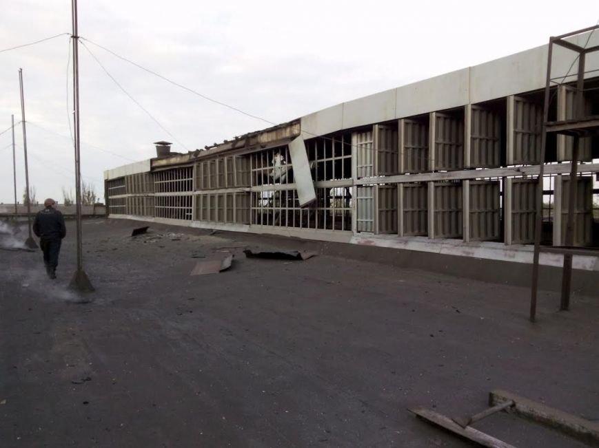 Разрушения в результате попадания снаряда в КПЦ Мариупольского ремонтно-механического завода (ФОТОРЕПОРТАЖ), фото-2