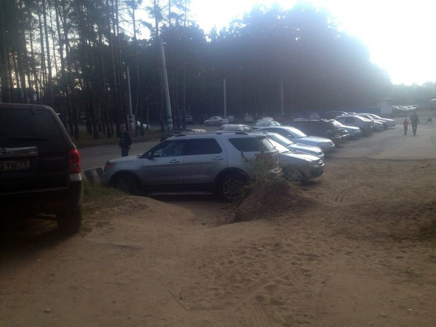 Парковка возле парка 40-летия ВЛКСМ, фото-1