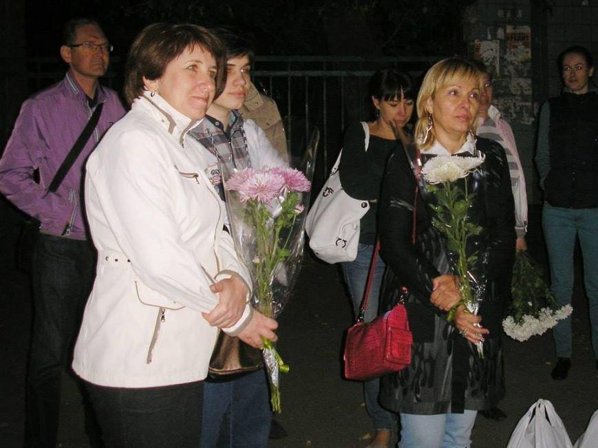 Борщом и цветами встречали в Днепропетровске освобожденных из плена украинских военных (ВИДЕО, ФОТО), фото-2