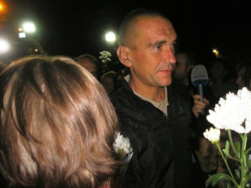 Борщом и цветами встречали в Днепропетровске освобожденных из плена украинских военных (ВИДЕО, ФОТО), фото-8