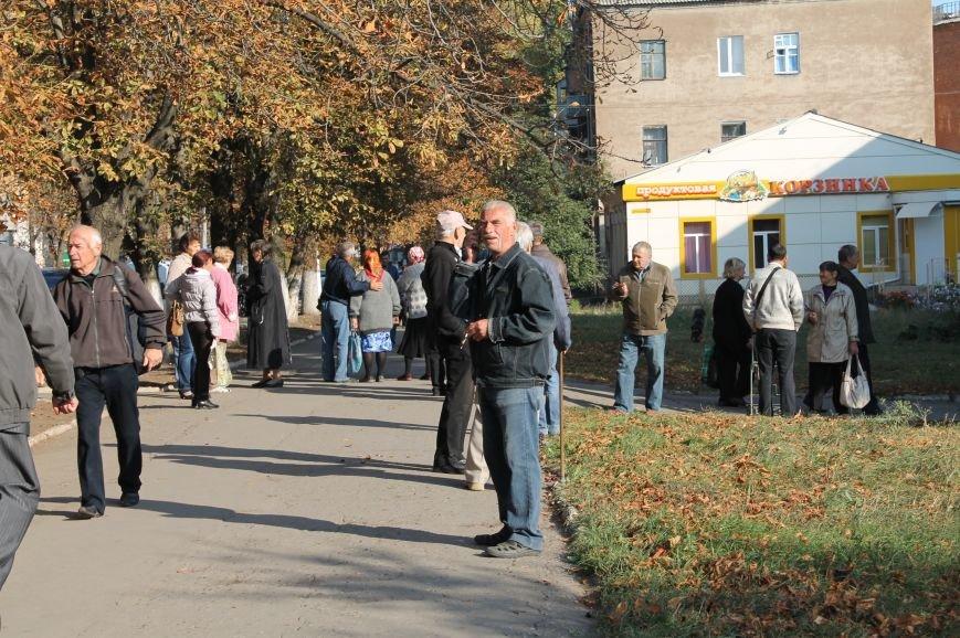 В Артемовск для переоформления выплат ежедневно приезжают сотни горловских пенсионеров, фото-3