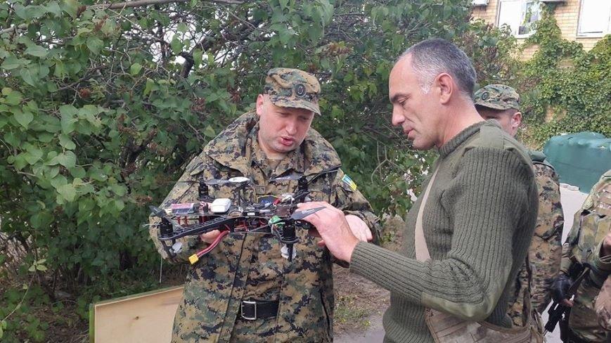 Турчинов и Аваков прибыли в Мариуполь, чтобы оценить беспилотники (ФОТО), фото-2