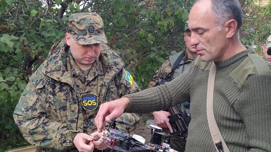 Турчинов и Аваков прибыли в Мариуполь, чтобы оценить беспилотники (ФОТО), фото-1