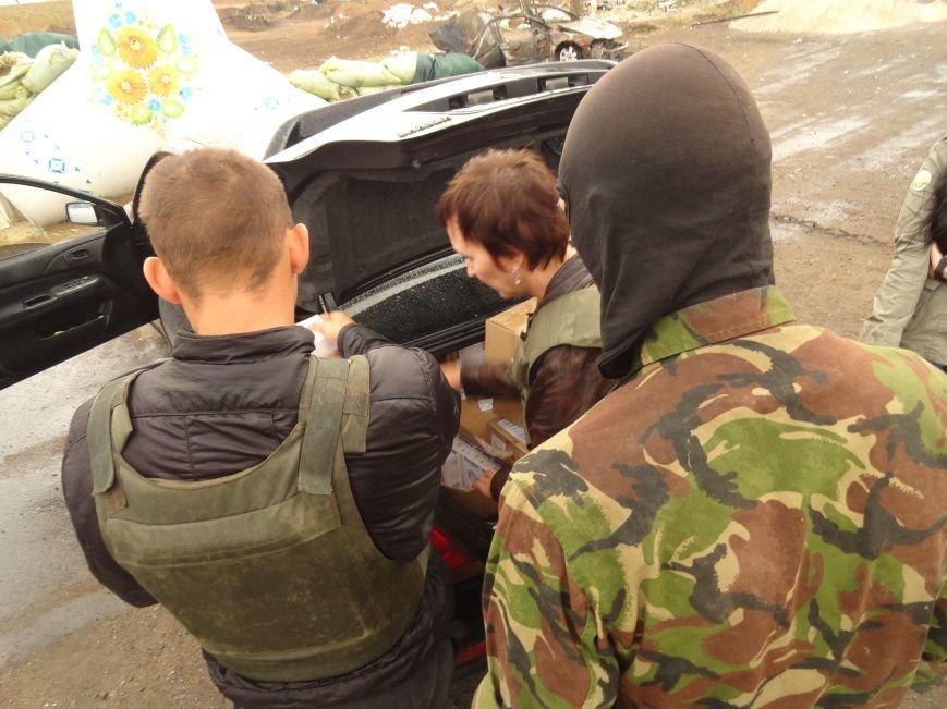 Волонтеры Мариуполя увидели последствия вчерашнего обстрела блокпоста на Восточном (ФОТОРЕПОРТАЖ), фото-1