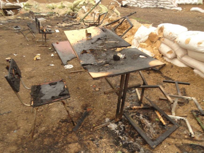 Волонтеры Мариуполя увидели последствия вчерашнего обстрела блокпоста на Восточном (ФОТОРЕПОРТАЖ), фото-9