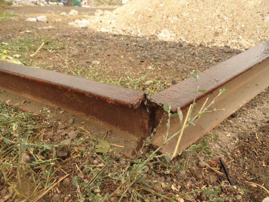 Волонтеры Мариуполя увидели последствия вчерашнего обстрела блокпоста на Восточном (ФОТОРЕПОРТАЖ), фото-10