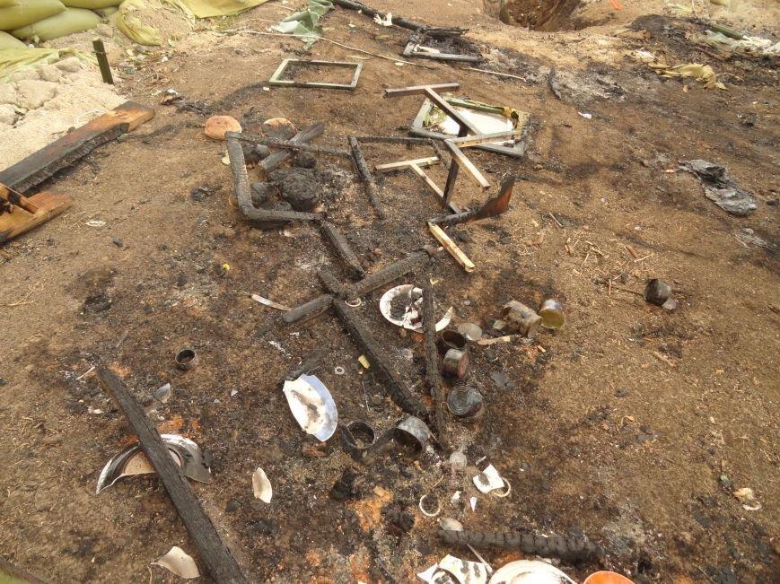 Волонтеры Мариуполя увидели последствия вчерашнего обстрела блокпоста на Восточном (ФОТОРЕПОРТАЖ), фото-5