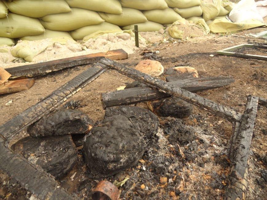 Волонтеры Мариуполя увидели последствия вчерашнего обстрела блокпоста на Восточном (ФОТОРЕПОРТАЖ), фото-7
