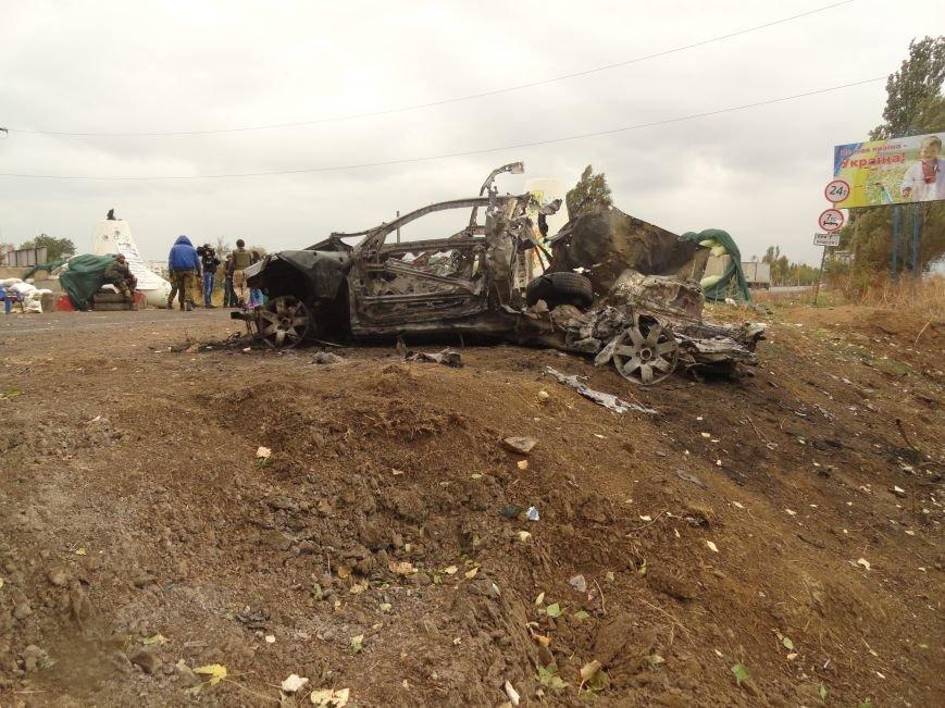 Волонтеры Мариуполя увидели последствия вчерашнего обстрела блокпоста на Восточном (ФОТОРЕПОРТАЖ), фото-11