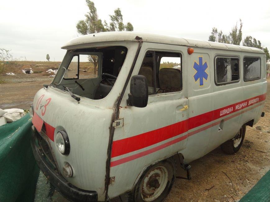 Волонтеры Мариуполя увидели последствия вчерашнего обстрела блокпоста на Восточном (ФОТОРЕПОРТАЖ), фото-12