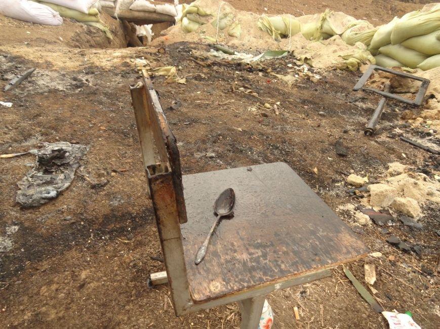 Волонтеры Мариуполя увидели последствия вчерашнего обстрела блокпоста на Восточном (ФОТОРЕПОРТАЖ), фото-8