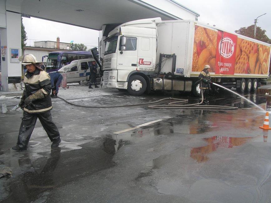 В Кременчуге фура врезалась в АЗС и сбила заправляющийся автомобиль (фото и видео), фото-4