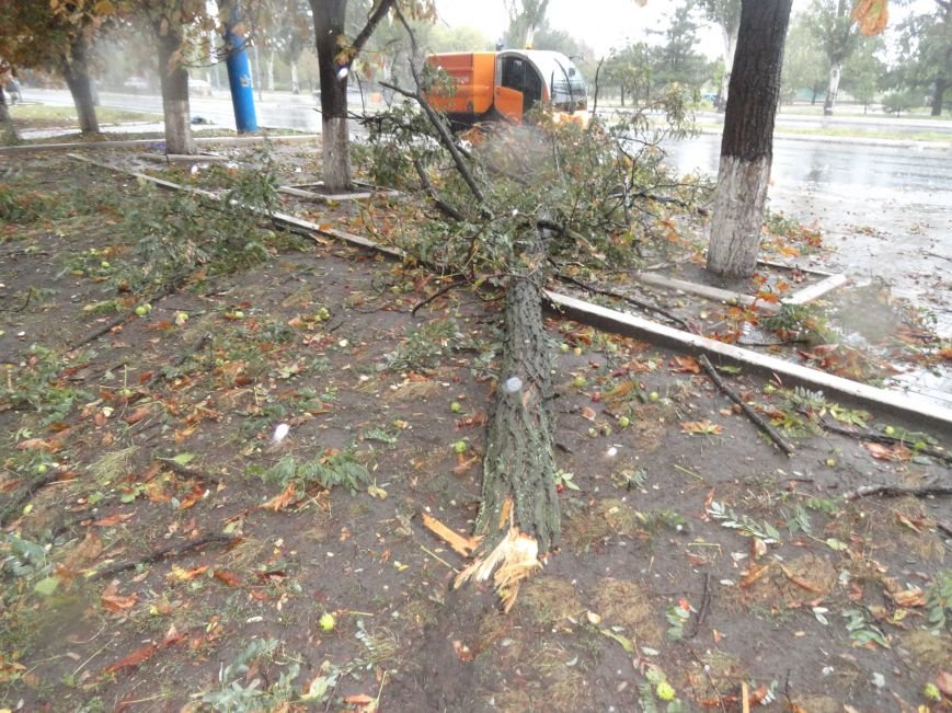 Ураганный ветер продолжает атаку на Мариуполь (ФОТОРЕПОРТАЖ), фото-1