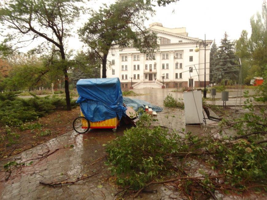 Ураганный ветер продолжает атаку на Мариуполь (ФОТОРЕПОРТАЖ), фото-21