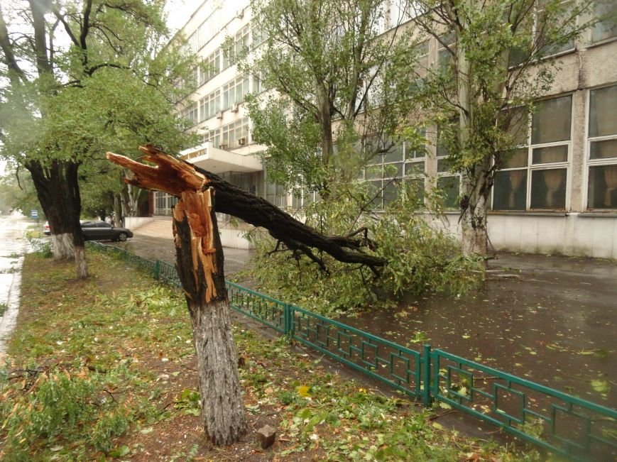 Ураганный ветер продолжает атаку на Мариуполь (ФОТОРЕПОРТАЖ), фото-11